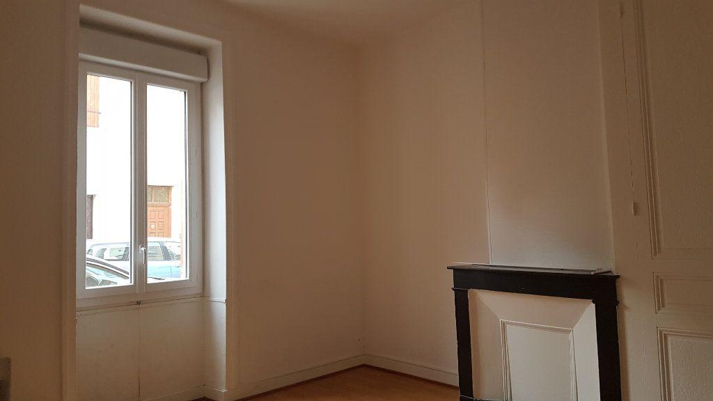 Appartement à louer 2 43m2 à Roanne vignette-3