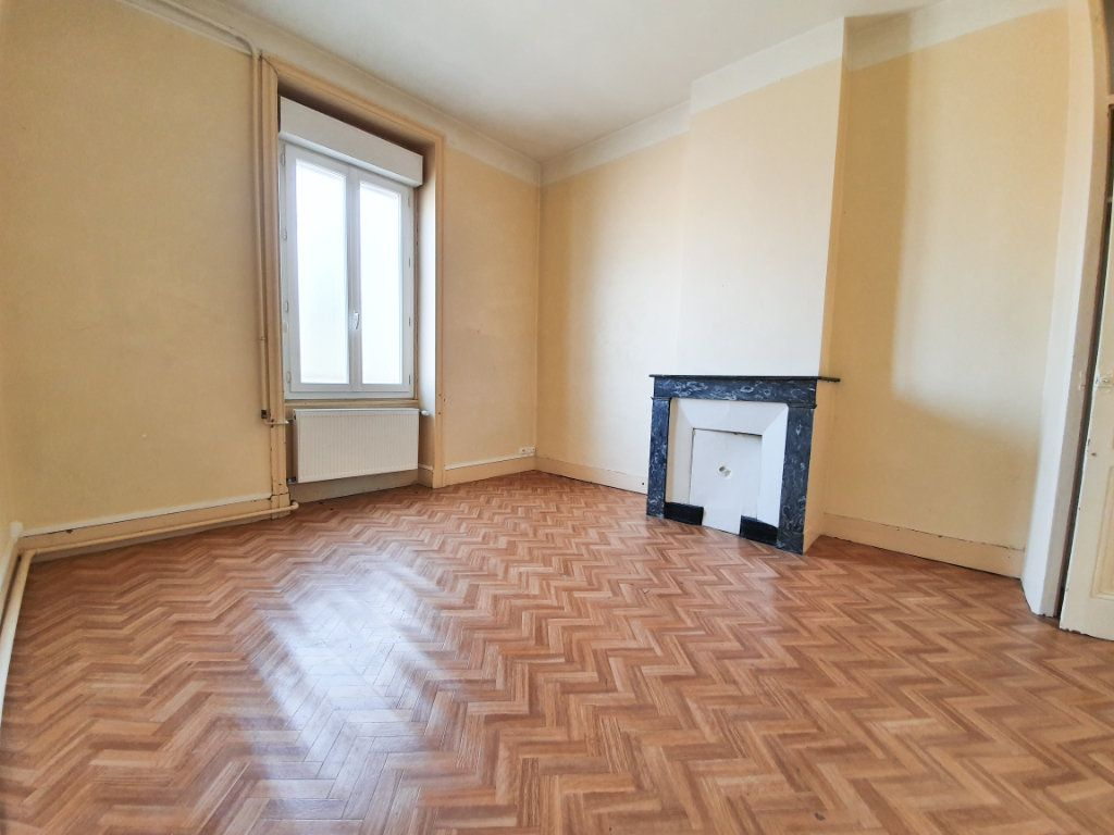 Appartement à louer 4 90m2 à Roanne vignette-1
