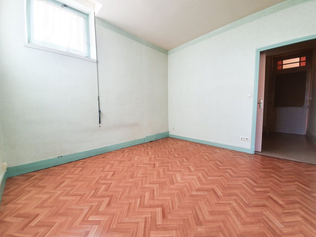 Appartement à louer 4 90m2 à Roanne vignette-4