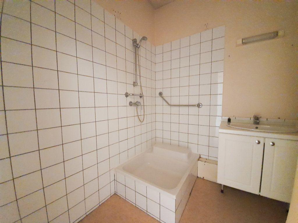 Appartement à louer 4 90m2 à Roanne vignette-5