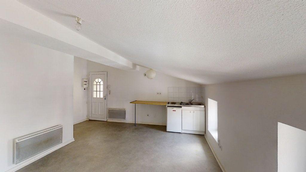 Appartement à louer 1 22m2 à Roanne vignette-2