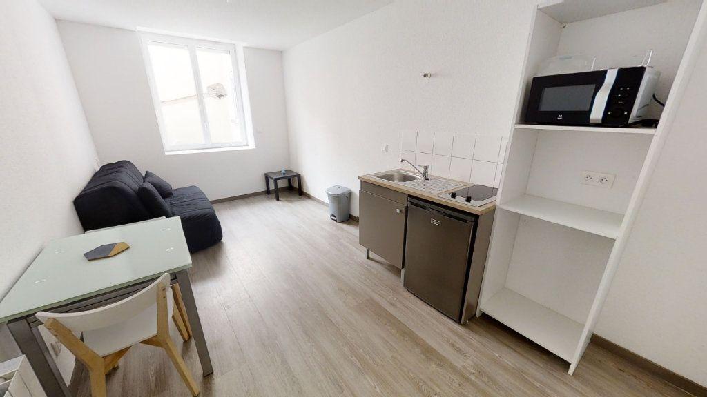 Appartement à louer 1 16m2 à Roanne vignette-2