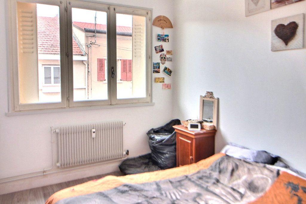 Appartement à louer 4 71.35m2 à Roanne vignette-5