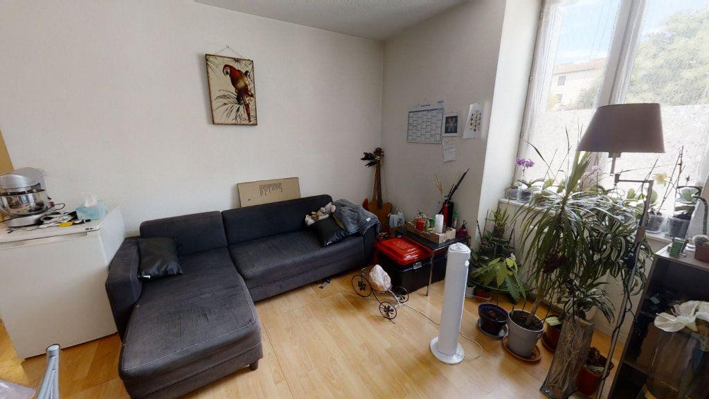 Appartement à louer 2 36m2 à Roanne vignette-1