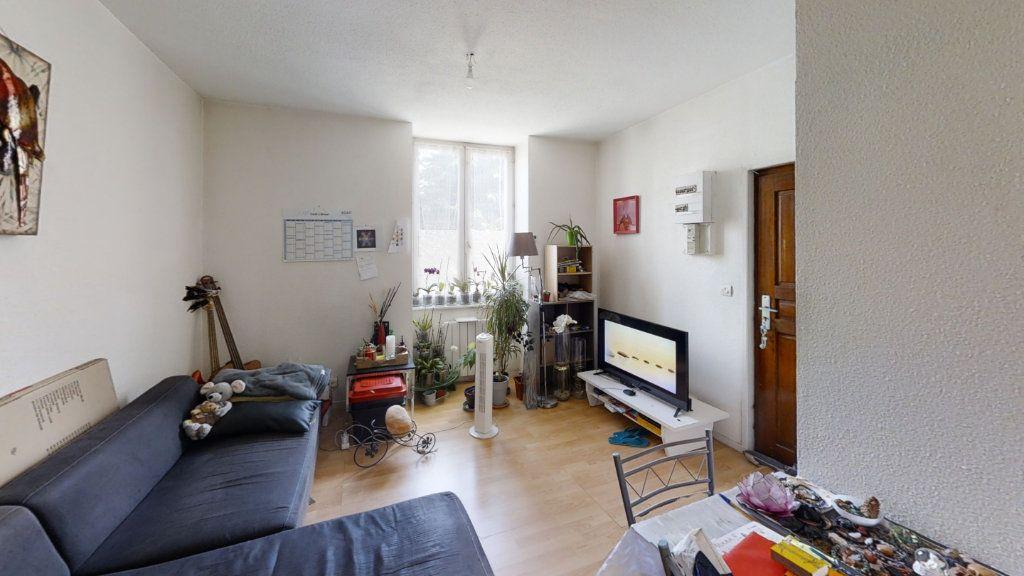 Appartement à louer 2 36m2 à Roanne vignette-2