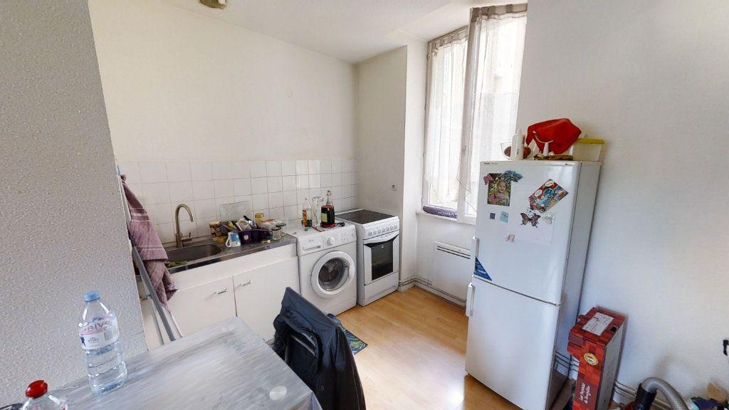 Appartement à louer 2 36m2 à Roanne vignette-3
