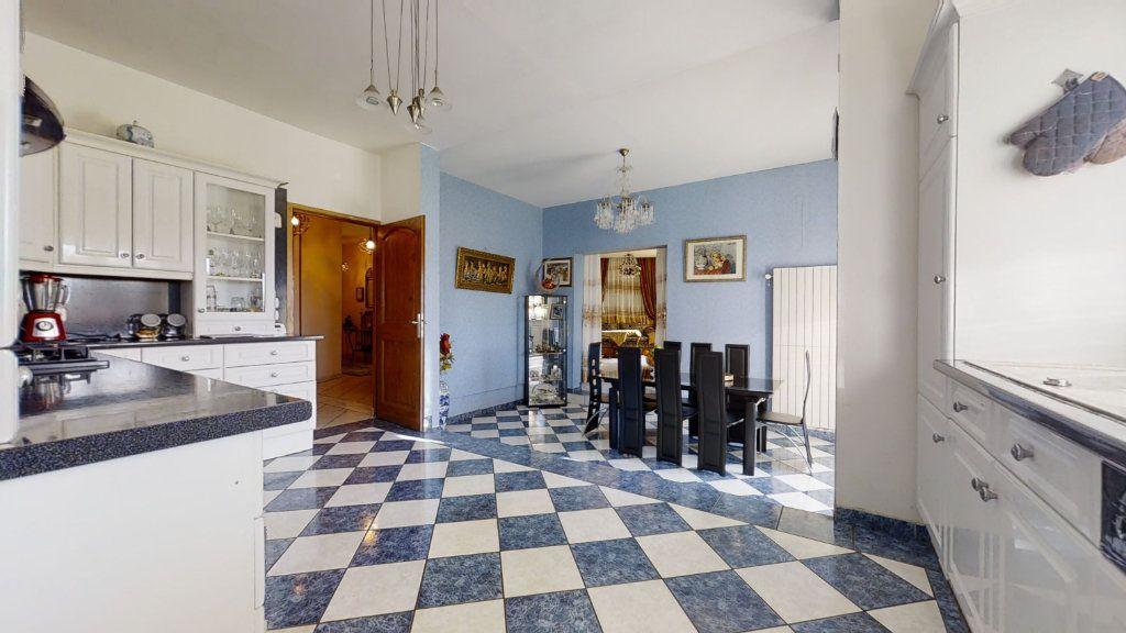 Maison à vendre 6 184m2 à Pouilly-sous-Charlieu vignette-1