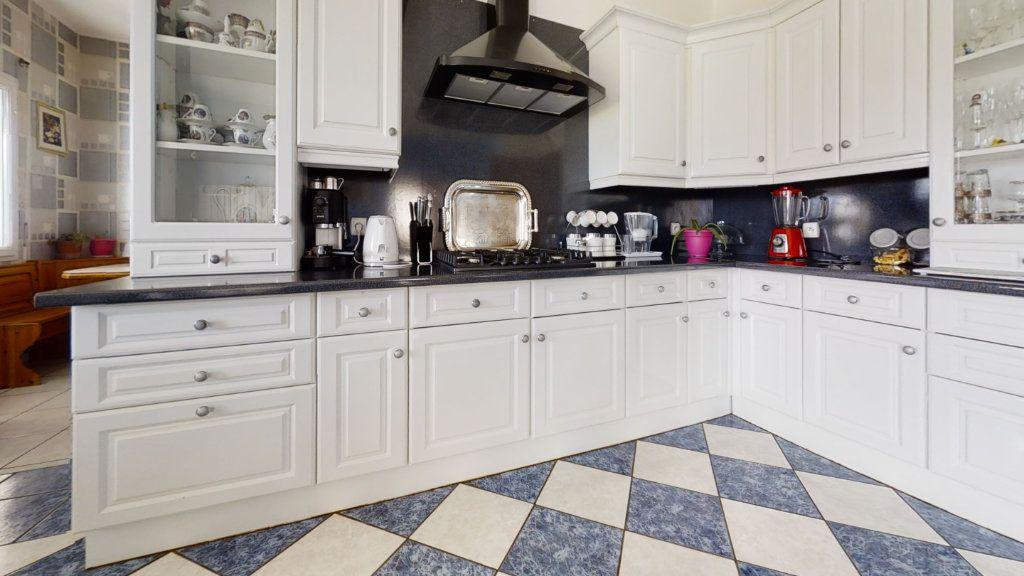 Maison à vendre 6 184m2 à Pouilly-sous-Charlieu vignette-4