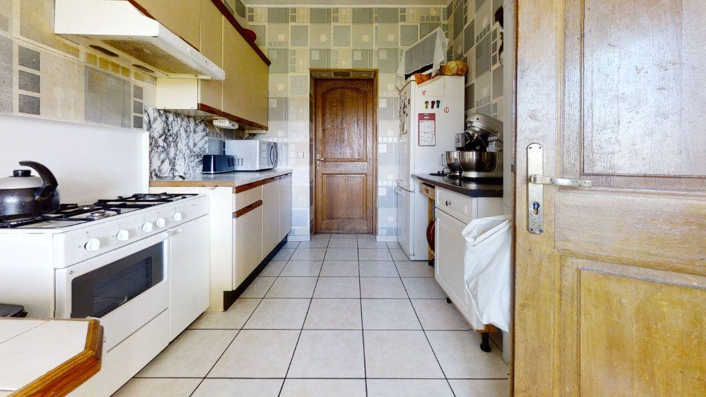 Maison à vendre 6 184m2 à Pouilly-sous-Charlieu vignette-5
