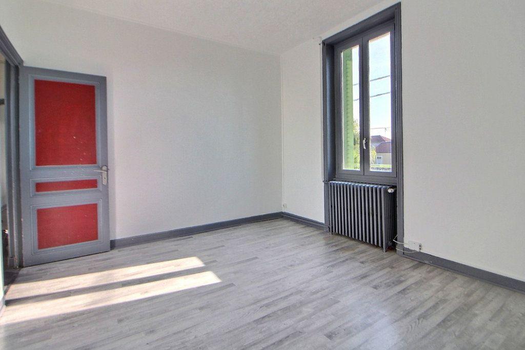 Appartement à louer 4 70m2 à Roanne vignette-1