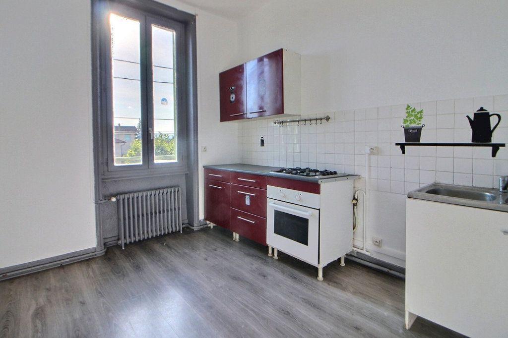 Appartement à louer 4 70m2 à Roanne vignette-2