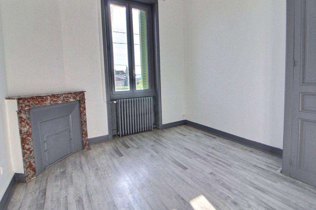 Appartement à louer 4 70m2 à Roanne vignette-3