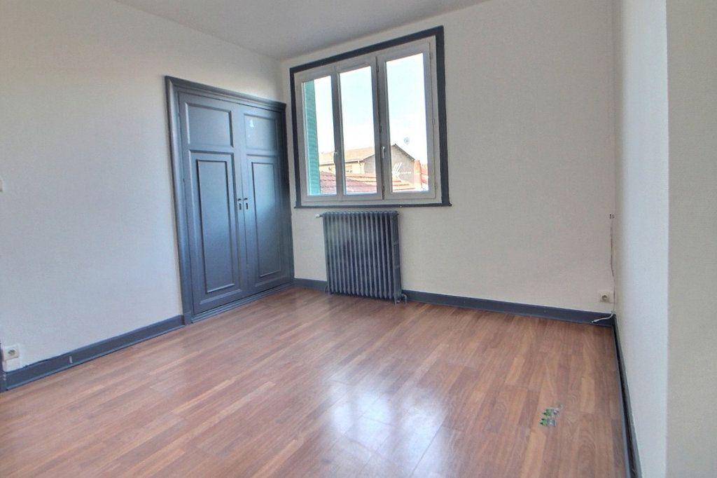 Appartement à louer 4 70m2 à Roanne vignette-5