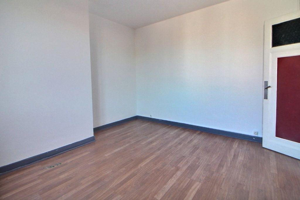 Appartement à louer 4 70m2 à Roanne vignette-6