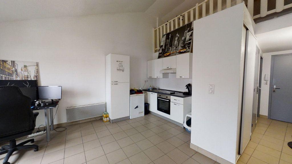 Appartement à louer 2 43.99m2 à Roanne vignette-1