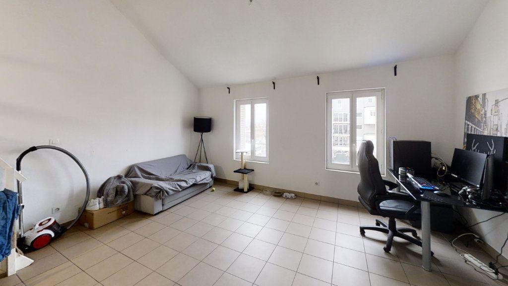 Appartement à louer 2 43.99m2 à Roanne vignette-3