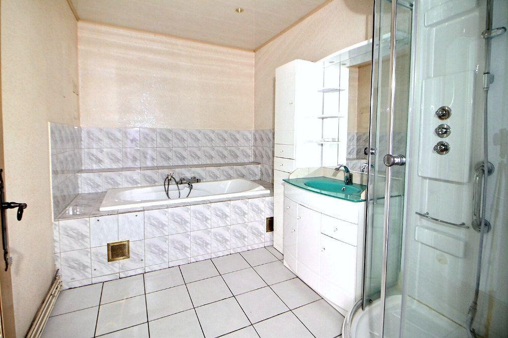 Appartement à vendre 4 90.75m2 à Roanne vignette-3