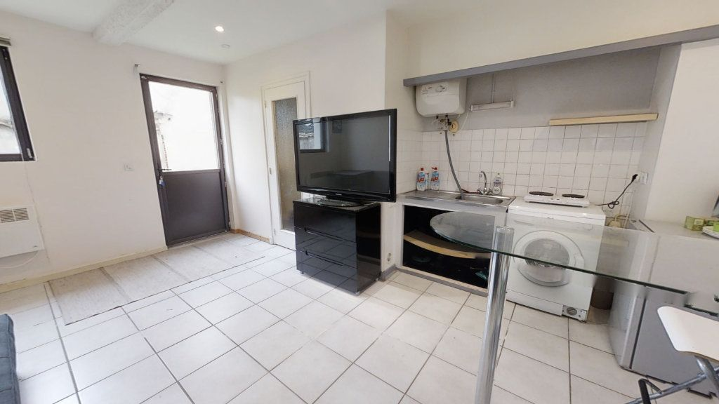 Appartement à louer 1 20m2 à Roanne vignette-2