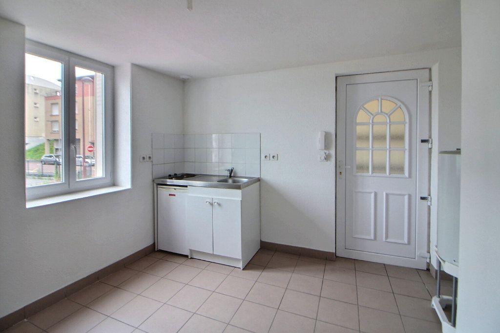 Appartement à louer 1 16.29m2 à Roanne vignette-1