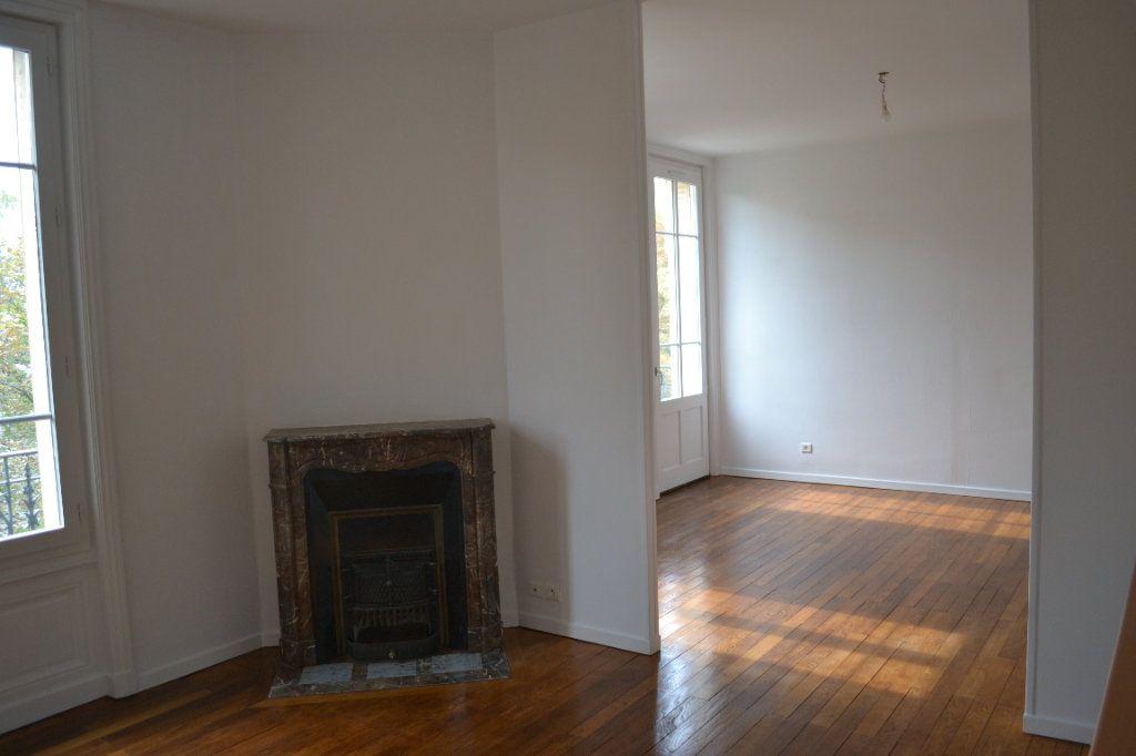 Appartement à louer 3 68.15m2 à Roanne vignette-1