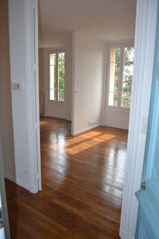 Appartement à louer 3 68.15m2 à Roanne vignette-3