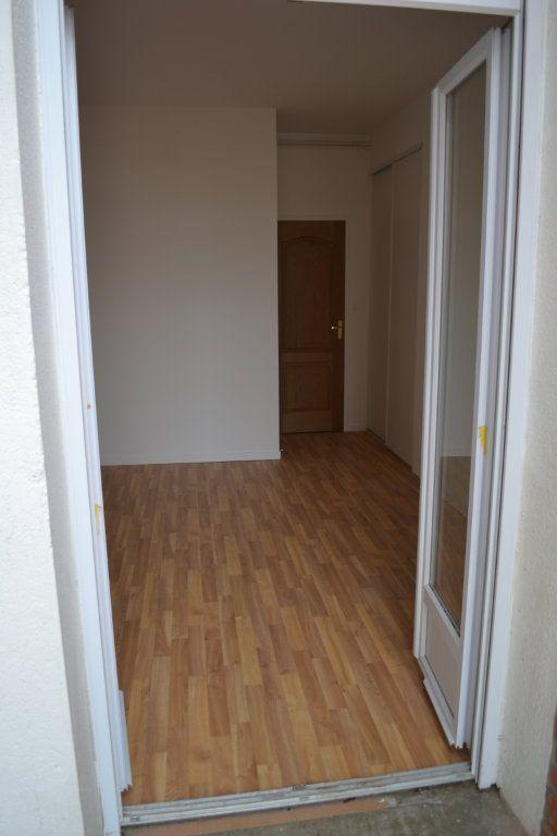 Appartement à louer 3 68.15m2 à Roanne vignette-5