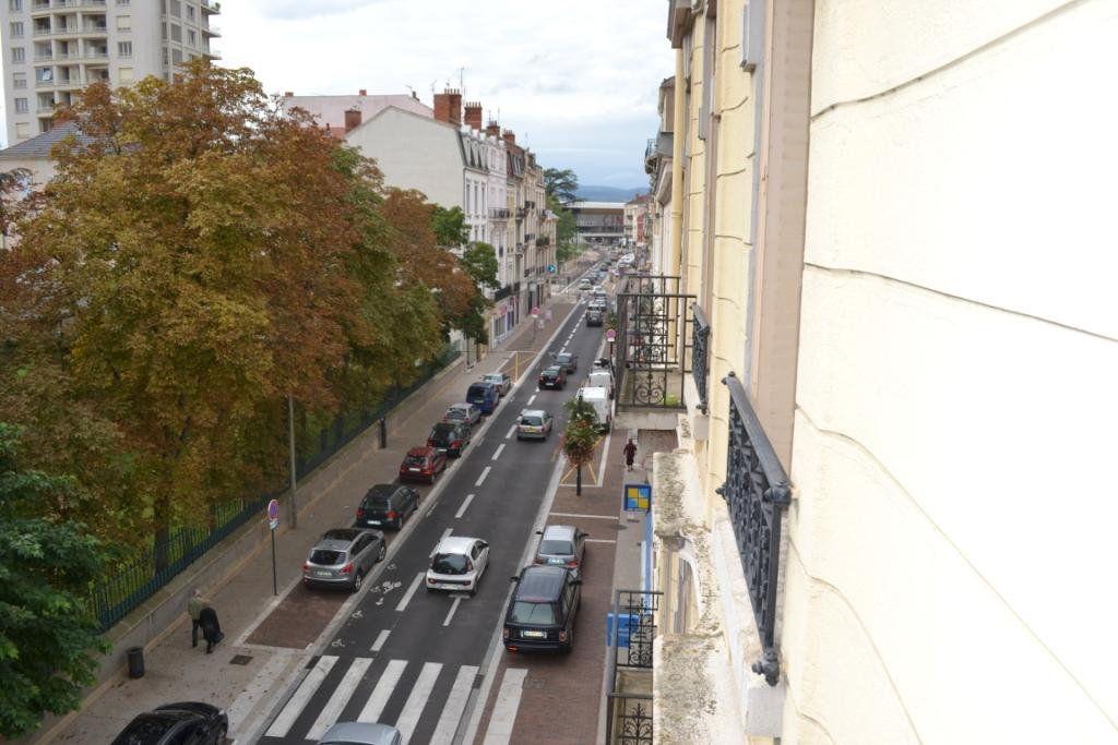 Appartement à louer 3 68.15m2 à Roanne vignette-7