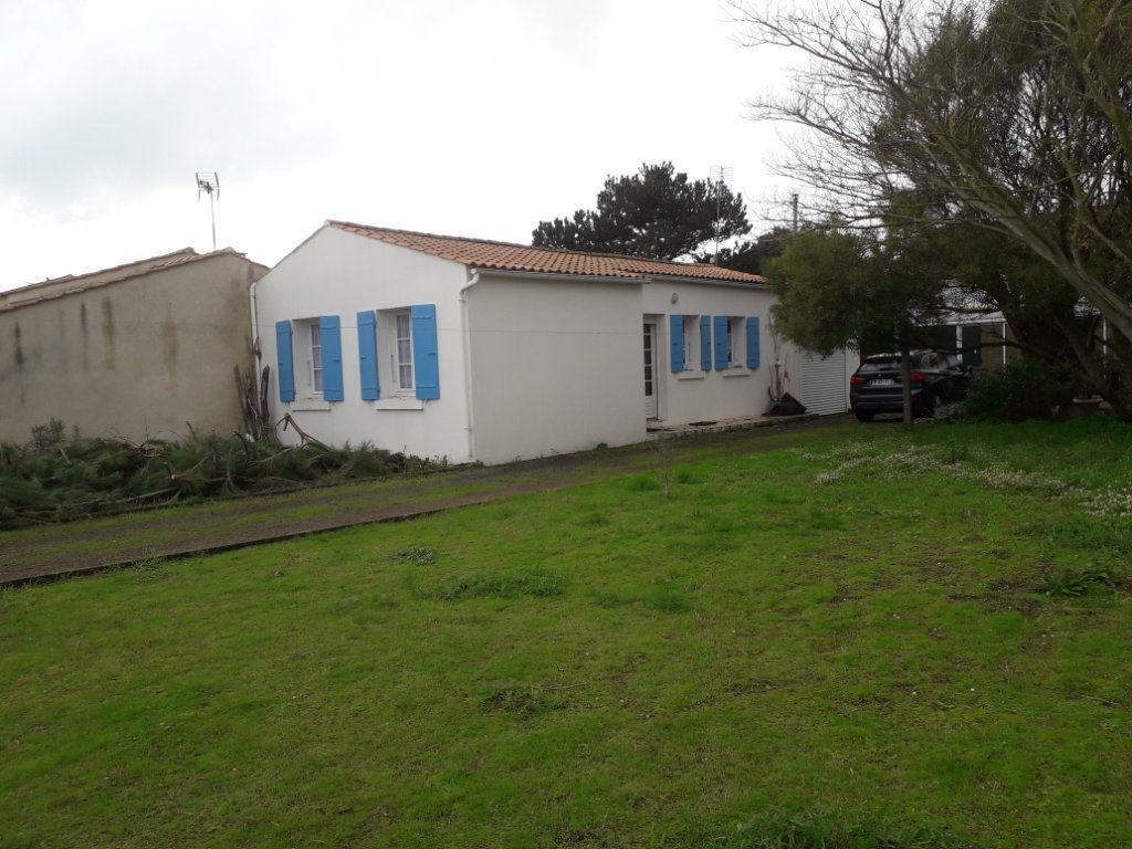Maison à vendre 3 50m2 à Saint-Pierre-d'Oléron vignette-1