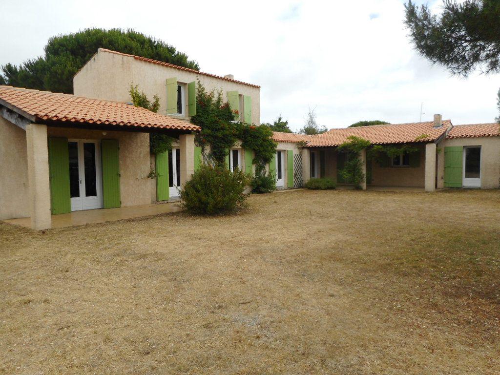 Maison à vendre 9 163m2 à Saint-Georges-d'Oléron vignette-1