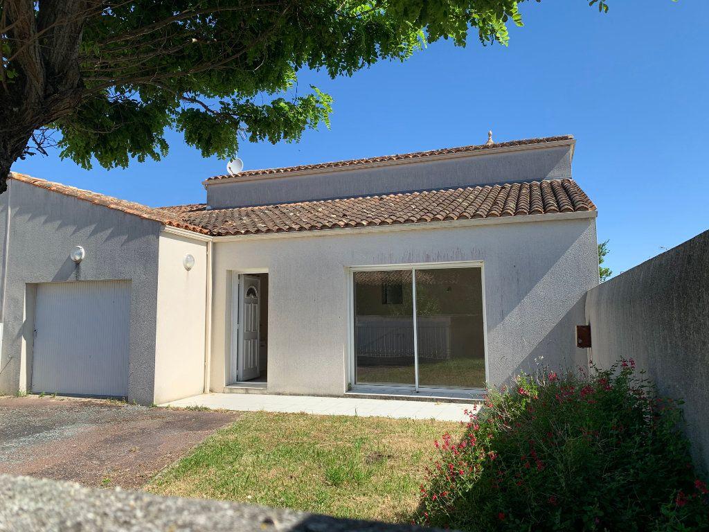 Maison à vendre 4 83m2 à Saint-Pierre-d'Oléron vignette-1