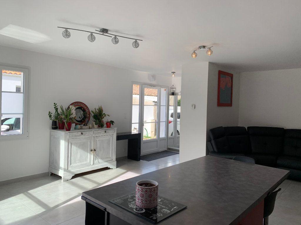 Maison à vendre 5 108m2 à Saint-Pierre-d'Oléron vignette-5
