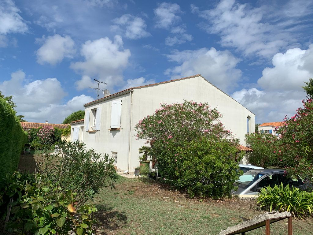 Maison à vendre 7 190m2 à Le Château-d'Oléron vignette-2