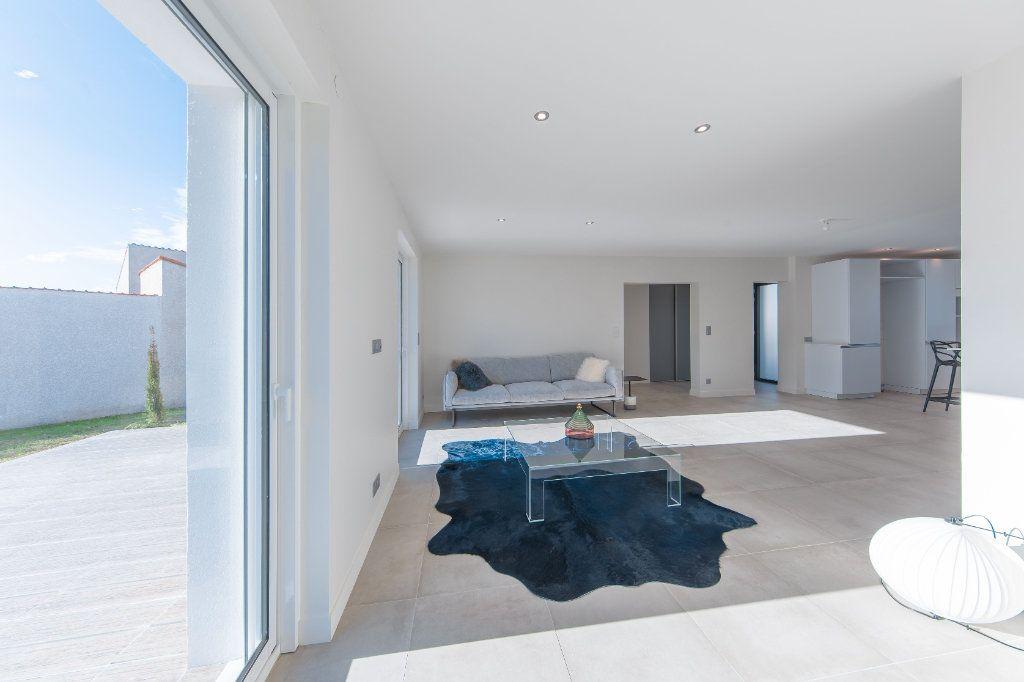 Maison à vendre 4 150m2 à Royan vignette-5