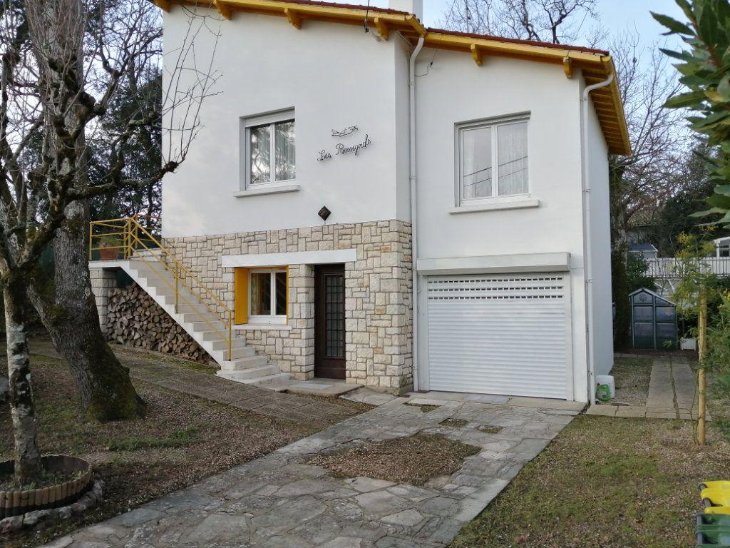 Maison à vendre 5 134m2 à Royan vignette-1