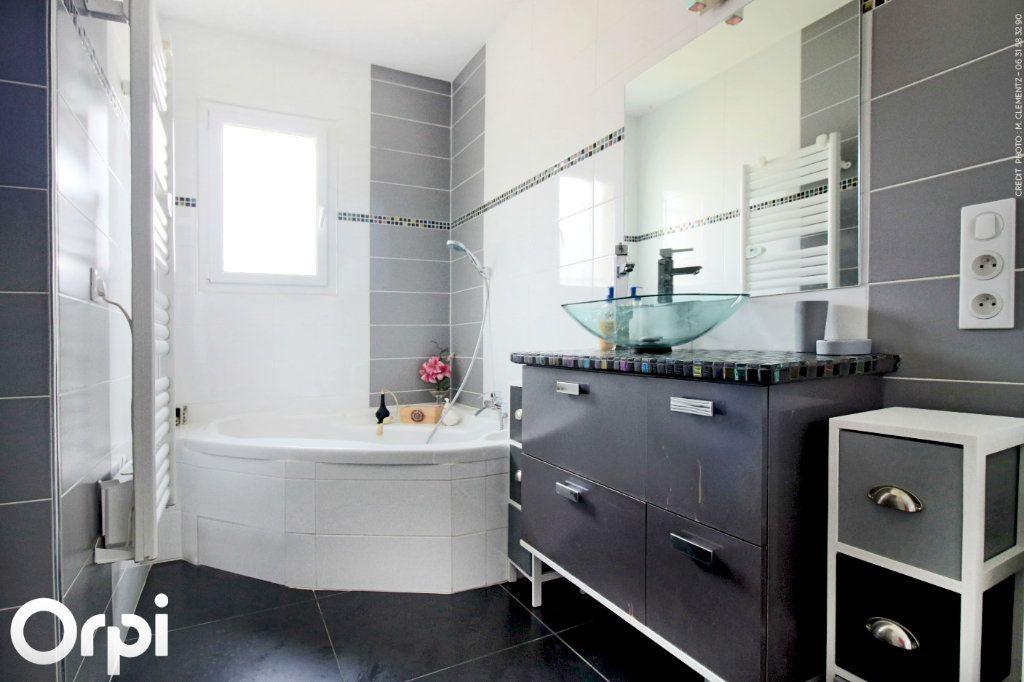 Maison à vendre 5 118m2 à Saint-Sulpice-de-Royan vignette-3