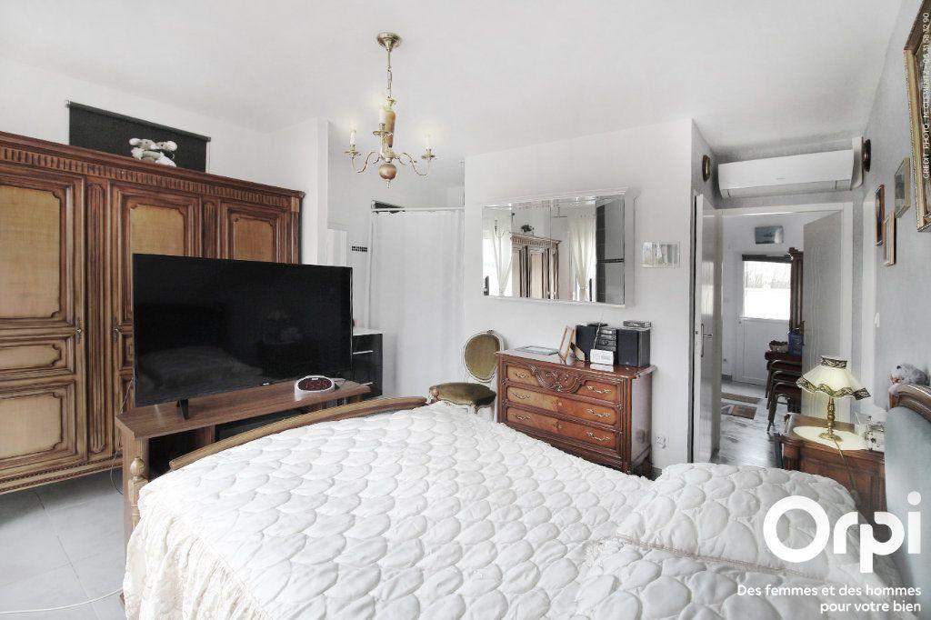 Maison à vendre 5 118m2 à Saint-Sulpice-de-Royan vignette-5