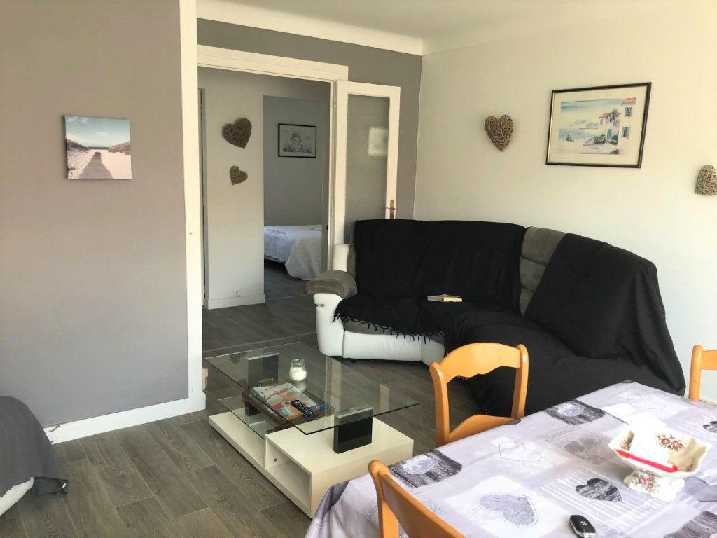 Appartement à louer 3 53.37m2 à Royan vignette-1