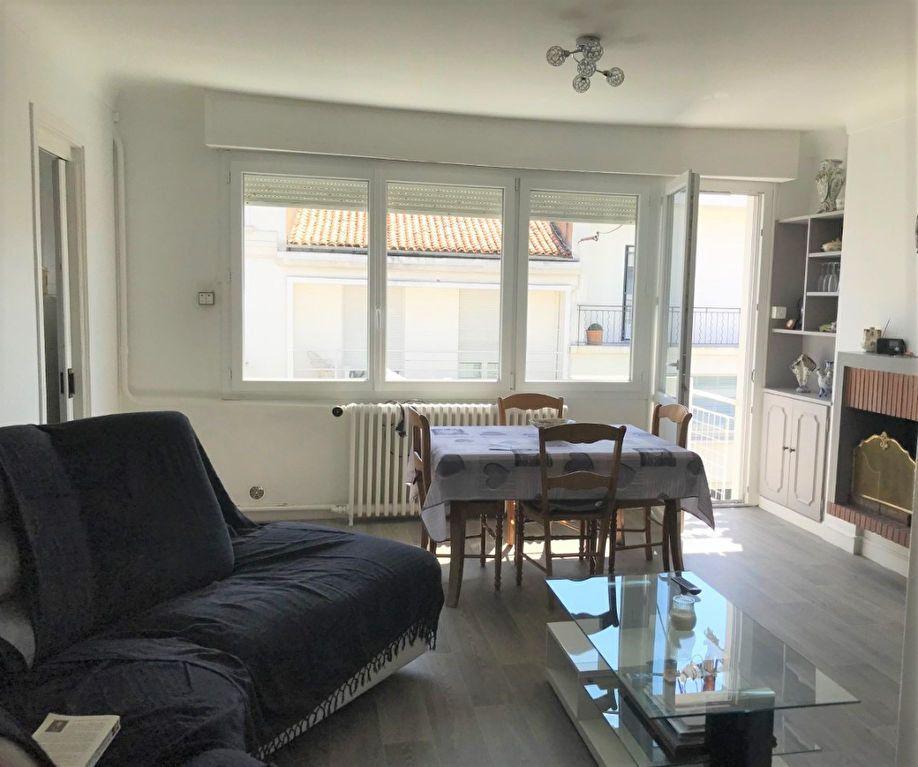 Appartement à louer 3 53.37m2 à Royan vignette-3
