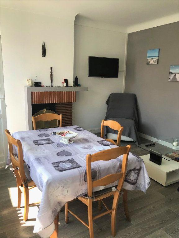 Appartement à louer 3 53.37m2 à Royan vignette-5