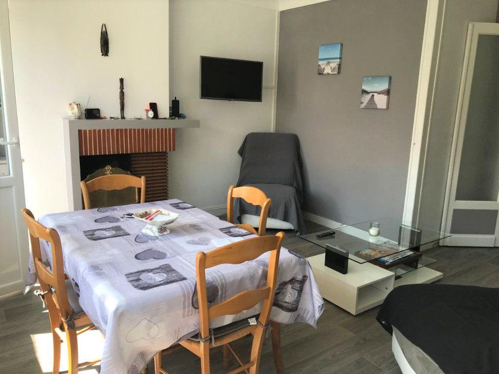 Appartement à louer 3 53.37m2 à Royan vignette-6