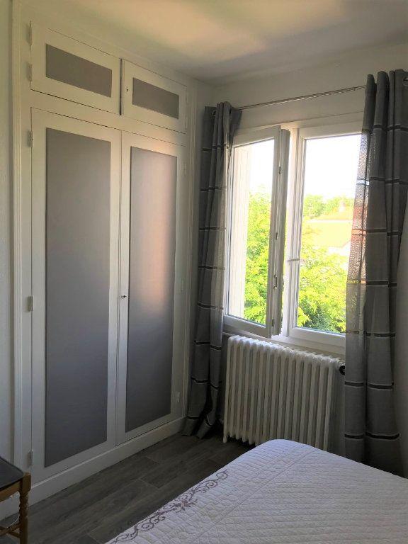 Appartement à louer 3 53.37m2 à Royan vignette-9