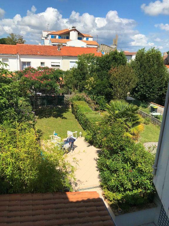 Appartement à louer 3 53.37m2 à Royan vignette-14