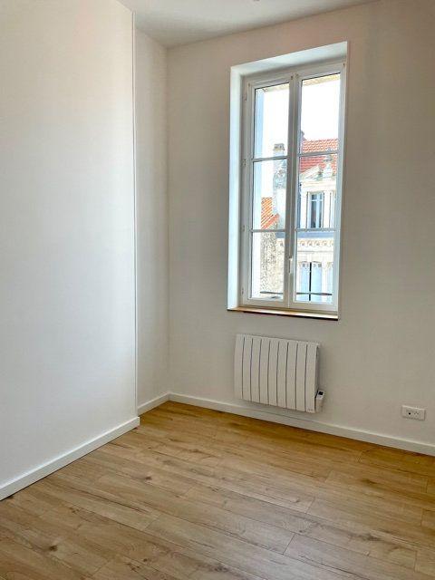 Appartement à louer 2 40.03m2 à Royan vignette-3