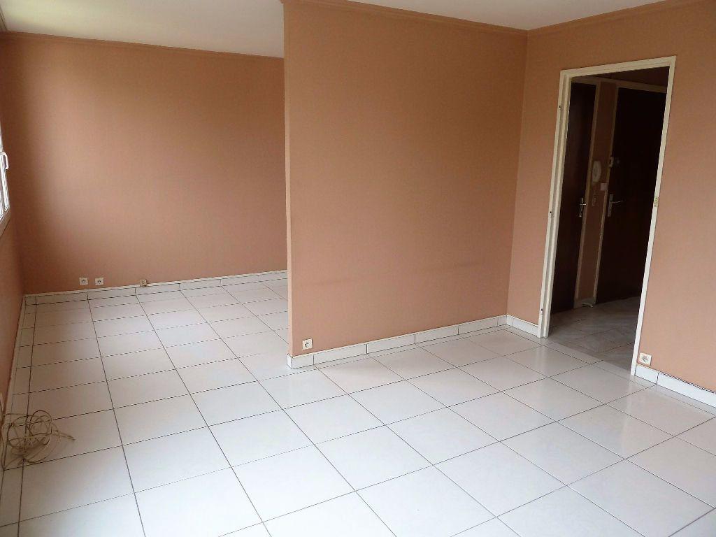Appartement à vendre 4 64.69m2 à Viry-Châtillon vignette-2