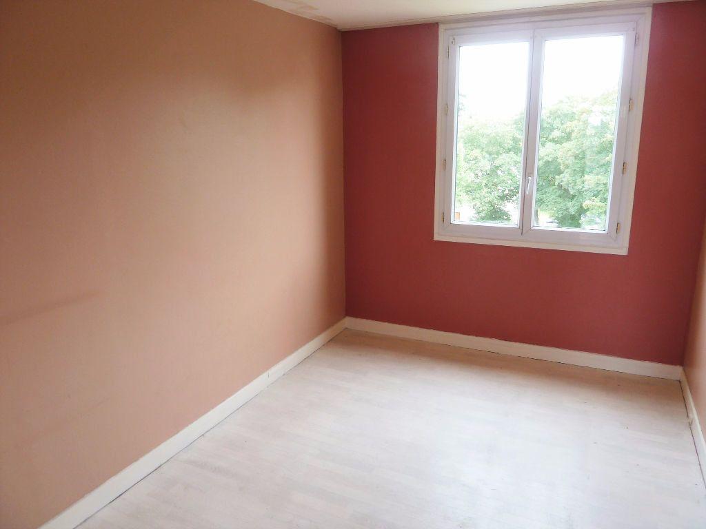 Appartement à vendre 4 64.69m2 à Viry-Châtillon vignette-4