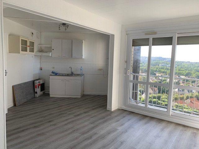 Appartement à louer 1 34m2 à Ris-Orangis vignette-1