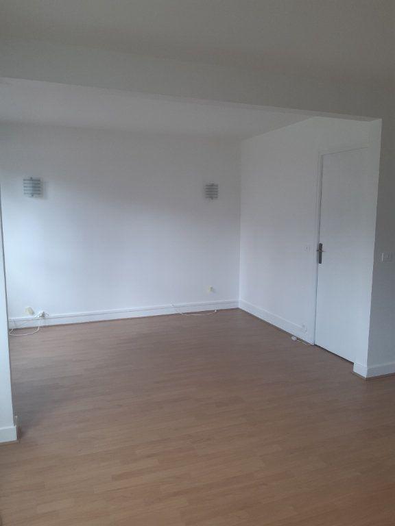 Appartement à louer 3 59.52m2 à Chilly-Mazarin vignette-2