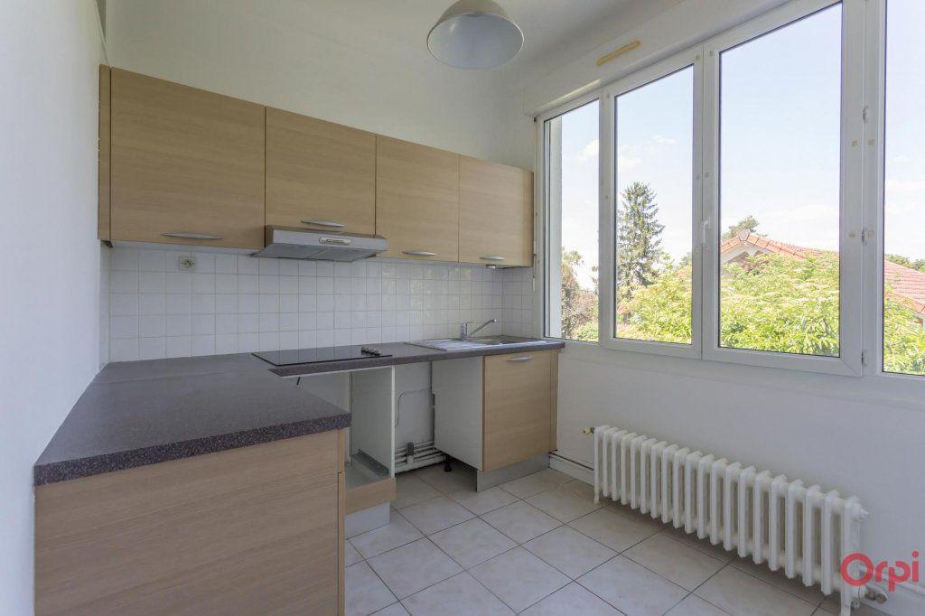 Appartement à louer 3 57.43m2 à Sainte-Geneviève-des-Bois vignette-3