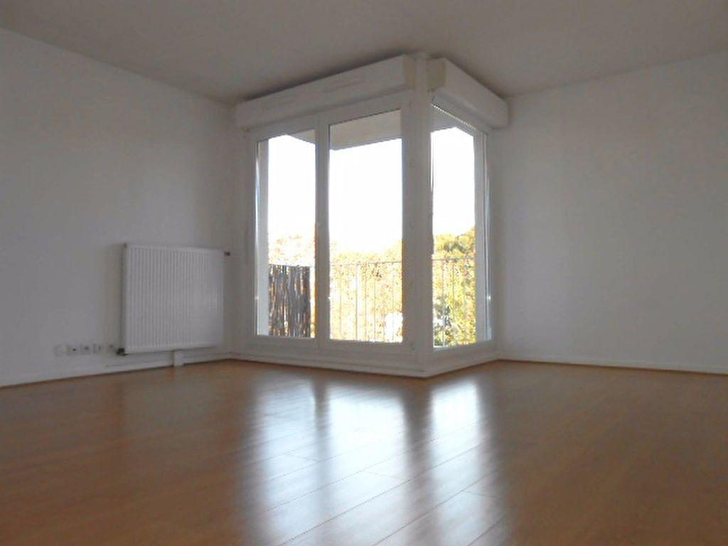 Appartement à louer 2 49.61m2 à Sainte-Geneviève-des-Bois vignette-1
