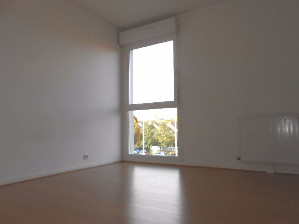 Appartement à louer 2 49.61m2 à Sainte-Geneviève-des-Bois vignette-2
